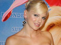 REPORTAGE PHOTOS : Anna Faris, super blonde et hyper... sexy, elle voit des lapins partout !
