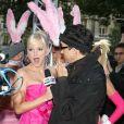 Anna Faris, une super blonde sur les Champs-Elysées