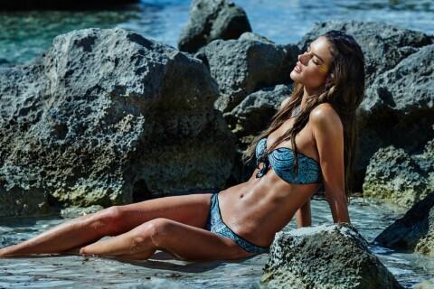 Alessandra Ambrosio : Créatrice et égérie torride pour ses charmants bikinis
