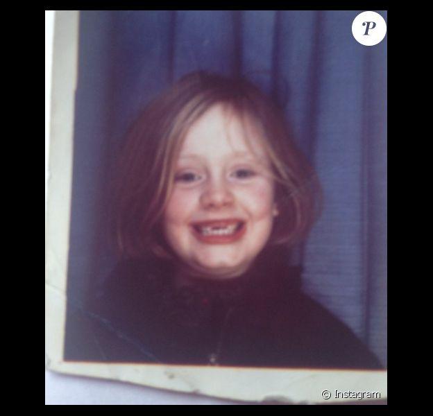 Qui est cette jeune fille devenue chanteuse ?
