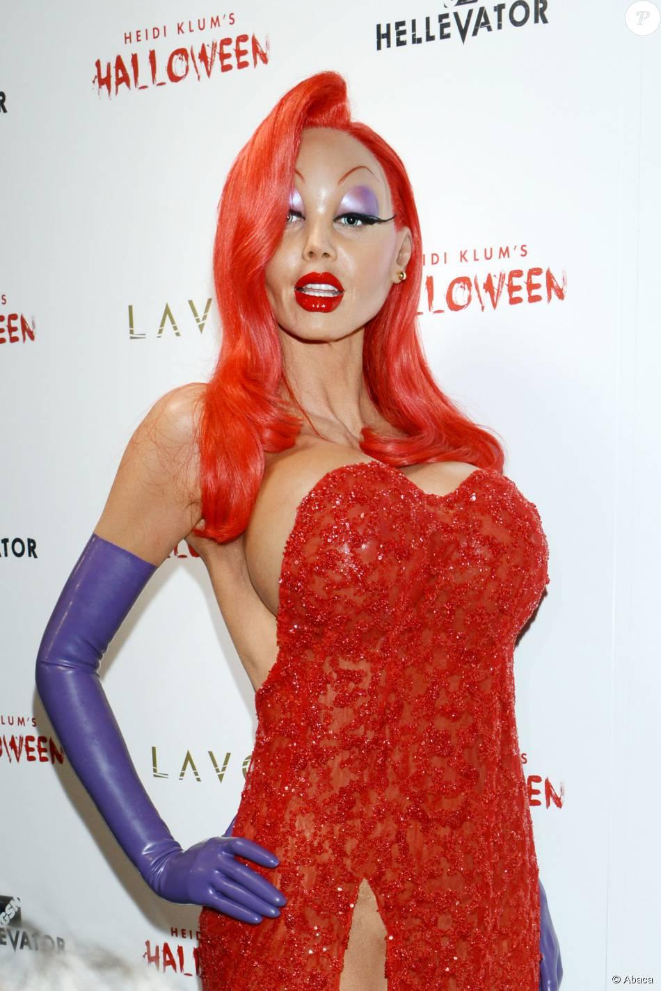 Heidi Klum dans la peau de Jessica Rabbit lors de sa soirée pour Halloween organisée à New York City, le 31 octobre 2015