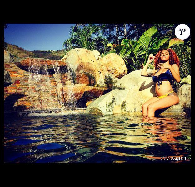 Teyana Taylor, enceinte, force l'admiration de son chéri. Iman Shumpert des Cleveland Cavaliers et la chanteuse Teyana Taylor vont avoir leur premier enfant en janvier 2016. En novembre 2015, le basketteur a demandé sa belle en mariage. Photo Instagram.