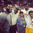 Iman Shumpert (ici avec son père, sa mère, son frère et sa compagne) des Cleveland Cavaliers et la chanteuse Teyana Taylor vont avoir leur premier enfant en janvier 2016. En novembre 2015, le basketteur a demandé sa belle en mariage. Photo Instagram.