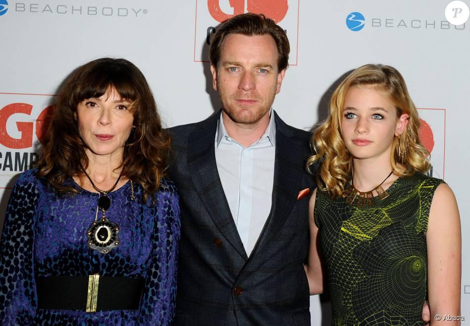 Ewan McGregor, sa femme Eve Mavrakis et leur fille Esther Rose lors de la soirée Go Campaign Gala à Los Angeles, le 12 novembre 2015.