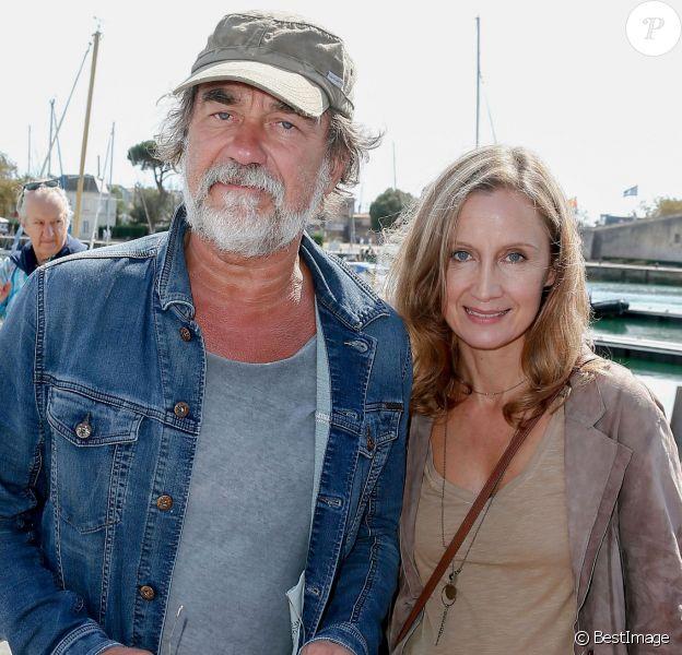 """Olivier et Catherine Marchal - Photocall de """"Borderline"""" dans le cadre du 17e festival de fiction TV de La Rochelle sur le Vieux Port à La Rochelle le 11 septembre"""
