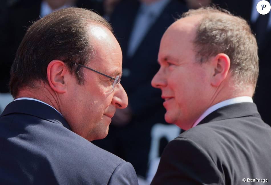François Hollande et le prince Albert II de Monaco - Cérémonie de commémoration du 70ème anniversaire du débarquement sur la plage Sword Beach à Ouistreham. Le 6 juin 2014.