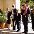 La princesse Salma, la reine Rania, le prince Hashem et le roi Abdullah II de Jordanie se recueillant à la mémoire du regretté roi Hussein le 14 novembre 2015 à Amman. Photo Instagram Rania de Jordanie.
