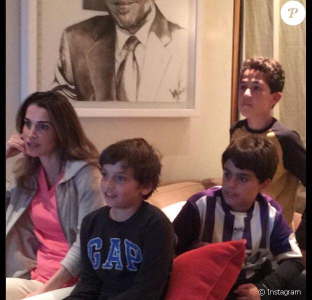 Rania de Jordanie et son fils de 10 ans, le prince Hashem, devant le clasico entre le Real Madrid et le FC Barcelone le 21 novembre 2015. Photo Instagram Rania de Jordanie.