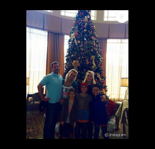 Britney Spears fête Thanksgiving avec son frère Bryan, sa soeur Jamie, sa nièce Maddie et ses fils Jayden et Sean chez Universal Studios Hollywood / photo postée sur Instagram, le 26 novembre 2015.