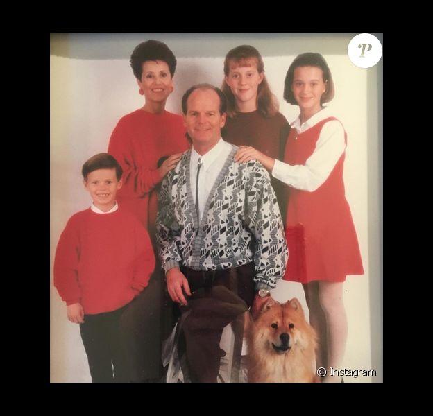 Katy Perry a posté une vieille photo de famille sur sa page Instagram, le 27 novembre 2015.