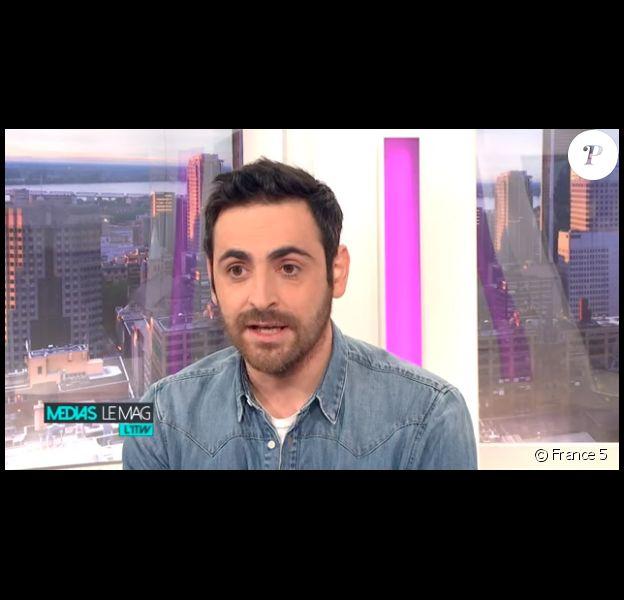 """Camille Combal répond aux questions de Julien Bellver, co-rédacteur en chef de Puremedias.com, pour """"Médias le mag, l'interview"""" (France 5)."""