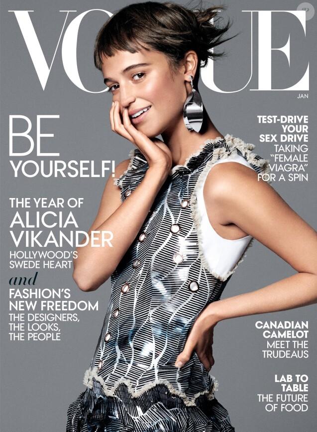 Alicia Vikander en couverture du numéro de janvier 2016 de Vogue. Photo par David Sims.
