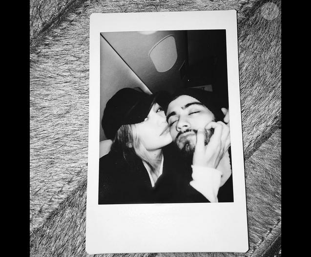 Gigi Hadid et Zayn Malik confirment être en couple en postant un selfie d'eux en amoureux sur les réseaux sociaux, le 20 décembre 2015. Photo postée sur le compte Instagram de l'ex-membre des One Direction.