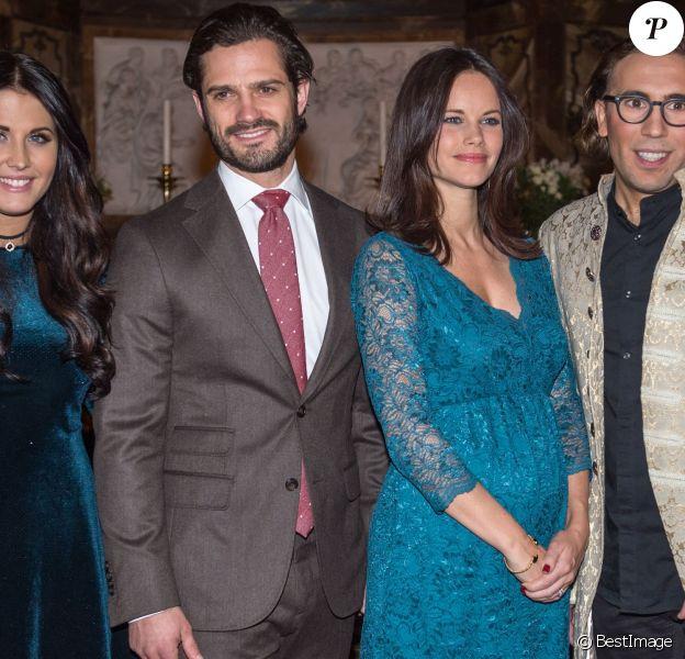 Le prince Carl Philip et la princesse Sofia de Suède, enceinte, assistaient le 21 décembre 2015 au concert de Noël donné en l'église Gustaf Vasa, à Stockholm.