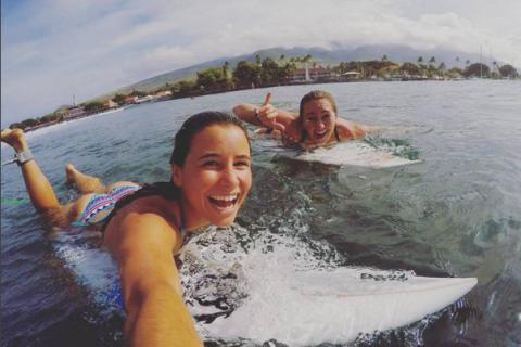"""Johanne Defay, star du surf tricolore : """"On nous juge aussi sur notre physique"""""""