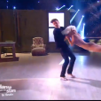 Loïc Nottet, magistral avec Denitsa sur  Chandelier  de Sia, dans la finale de  Danse avec les stars  sur TF1, le mercredi 23 décembre 2015.