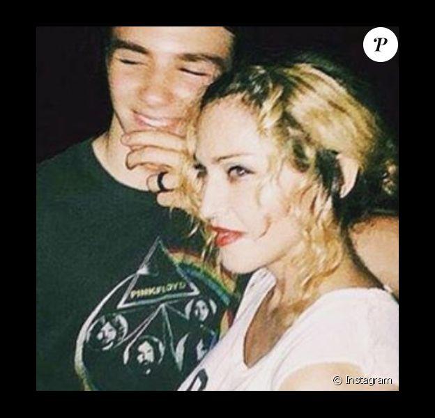 """Madonna a publié une photo d'elle en compagnie de son fils Rocco, lui souhaitant un joyeux Noël et assurant qu'il est """"le soleil de sa vie"""", sur sa page Instagram, le 25 décembre 2015."""