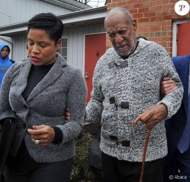 Bill Cosby et son épouse Camille quittent la cour du comté de Montgomery à Cheltenham en Pennsylvanie, le 30 décembre 2015.