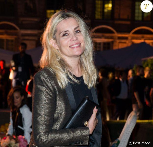 """Emmanuelle Seigner - Soirée pour fêter l'ouverture du Flagship Store """"Tory Burch"""" dans le jardin de l'hôtel de Sully à Paris, le 7 juillet 2015."""