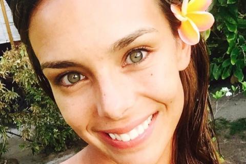 Marine Lorphelin à Tahiti : Selfie sans maquillage et baignade avec les requins