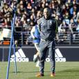 Premier entraînement de Zinedine Zidane nouvel entraîneur de l'équipe du Real Madrid, avec les joueurs à Madrid le 5 janvier 2016. Real Madrid's newly appointed coach Zinedine Zidane gives instructions to his player during his first training session in Madrid, Spain, on January 5, 2016.05/01/2016 - Madrid