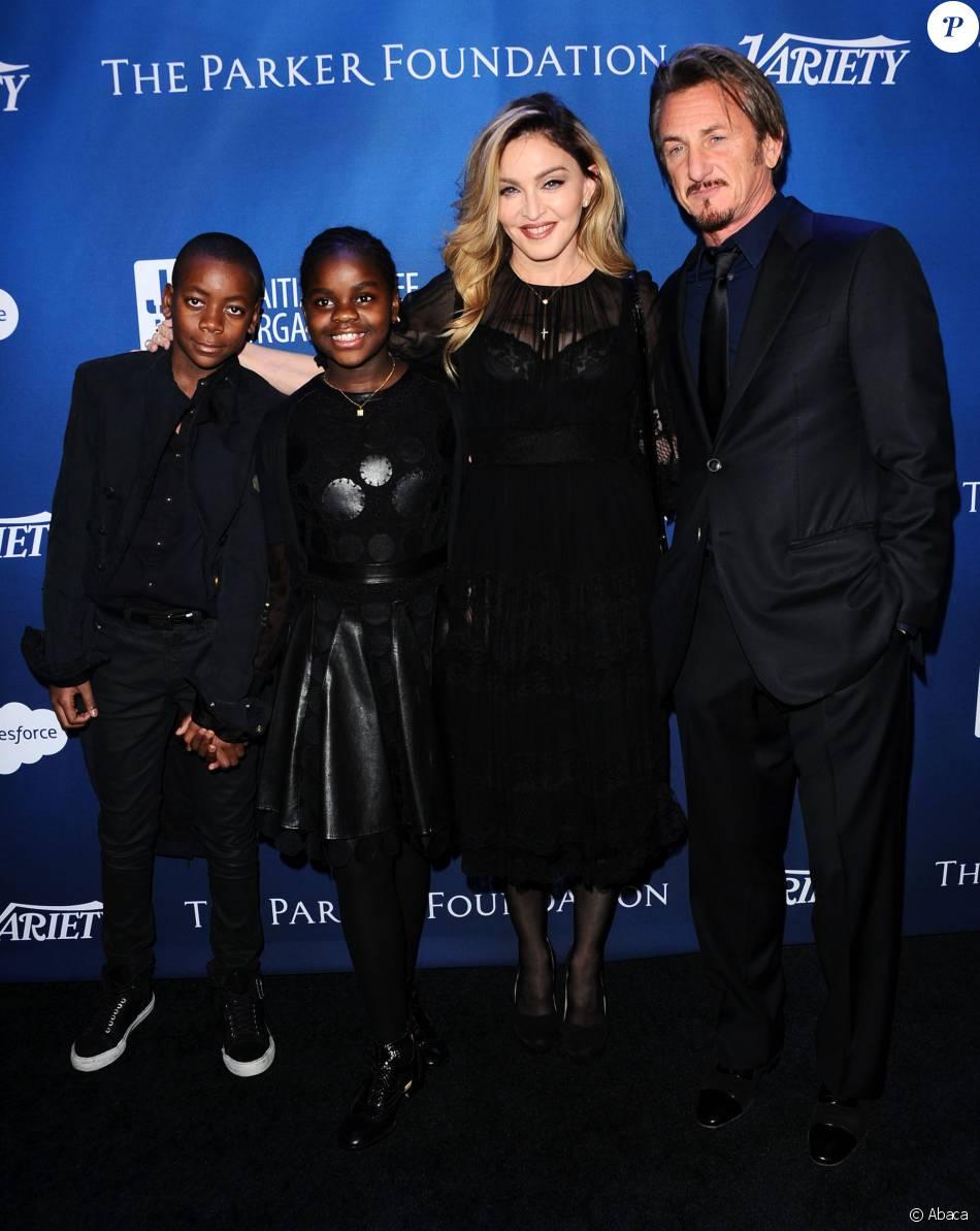 Madonna, ses enfants David et Mercy, et Sean Penn - Gala de la fondation de l'acteur pour Haïti, J/P Haitian Relief Organization, à Los Angeles le 9 janvier 2016.