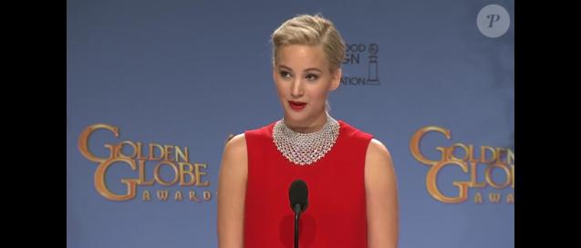 Jennifer Lawrence humilie un journaliste pendant les Golden Globe Awards à Beverly Hills, Los Angeles, le 10 janvier 2016.