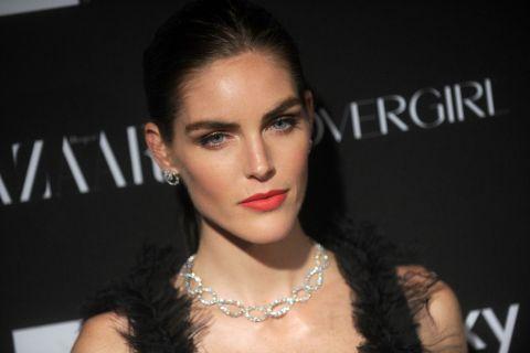 Hilary Rhoda : Le top accuse sa mère d'escroquerie...