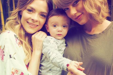 Jaime King : Avec marraine Taylor Swift, son fils Leo Thames fête ses 6 mois !