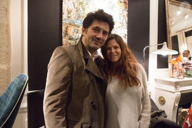 Bruno Madinier et Charlotte Valandrey, lors de la soirée de clôture de l'exposition d'Anne Mondy,  Accords Croisés by Papertorn , au Dedar Showroom à Paris, en décembre 2015.