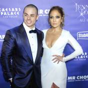 "Jennifer Lopez ""spectaculaire"" à Vegas, soutenue par Casper Smart et les people"
