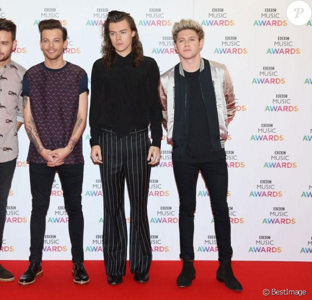 Liam Payne, Louis Tomlinson, Harry Styles et Niall Horan (du groupe One Direction) - Soirée des BBC Music Awards 2015 à Birmingham. Le 10 décembre 2015