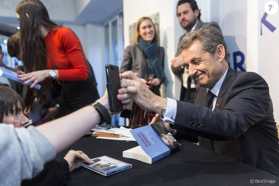 Nicolas Sarkozy Dedicace Son Livre La France Pour La Vie A La Librairie Internationale Kleber A Strasbourg Le 26 Janvier 2016 C Jean Francois Badias Purepeople