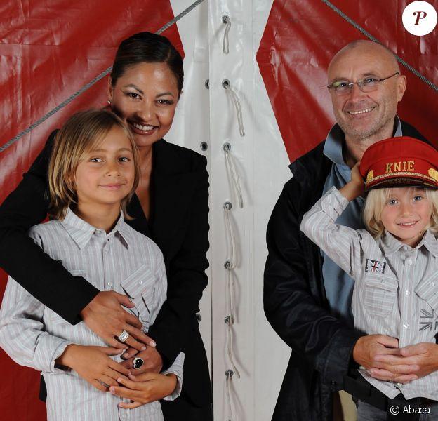 Phil Collins avec sa troisième épouse Orianne Cevey et leurs enfants Nicholas et Matthew à Genève, le 28 août 2009