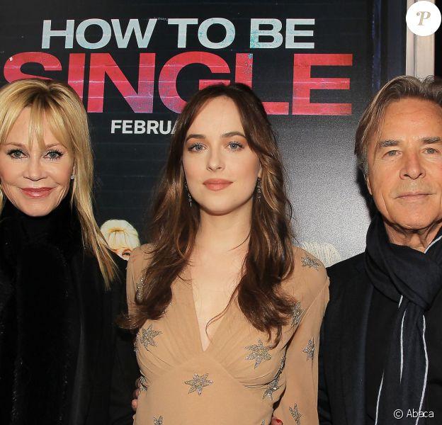"""Melanie Griffith, Dakota Johnson et Don Johnson - Première du film """"How To Be Single"""" à New York le 3 février 2016."""
