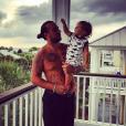 Chris Carney et son fils / photo postée sur Instagram, au mois de septembre 2015