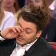 """Kev Adams très ému par sa mère dans """"Vivenement dimanche"""" sur France 2, le 7 février 2016."""