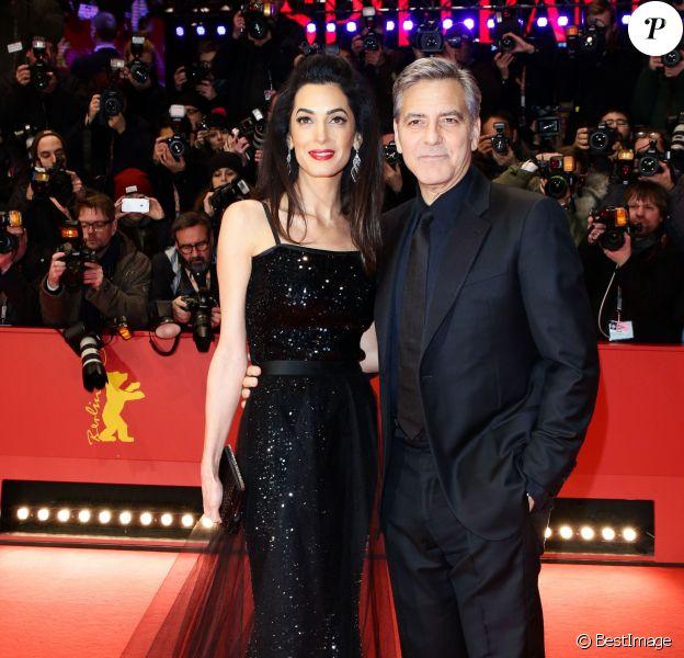 """George Clooney et sa femme Amal Alamuddin Clooney - Tapis rouge du film """"Ave, César !"""" lors de l'ouverture du 66e Festival International du Film de Berlin, la Berlinale, le 11 février 2016"""