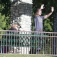 Exclusif - Olivier Martinez et son fils Maceo lors d'une partie de football au Coldwater Canyon Park à Beverly Hills, le 26 janvier 2016. Une amie de l'acteur les a rejoints. Qui est donc cette femme ?