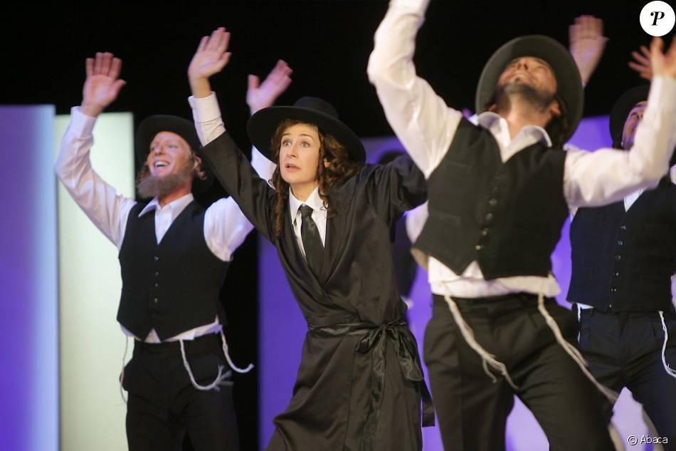 Val rie lemercier rend hommage rabbi jacob aux c sar for Dans rabbi jacob