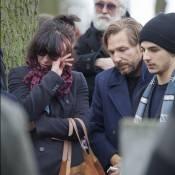 Sophie Marceau en larmes avec son fils Vincent aux obsèques d'Andrzej Zulawski