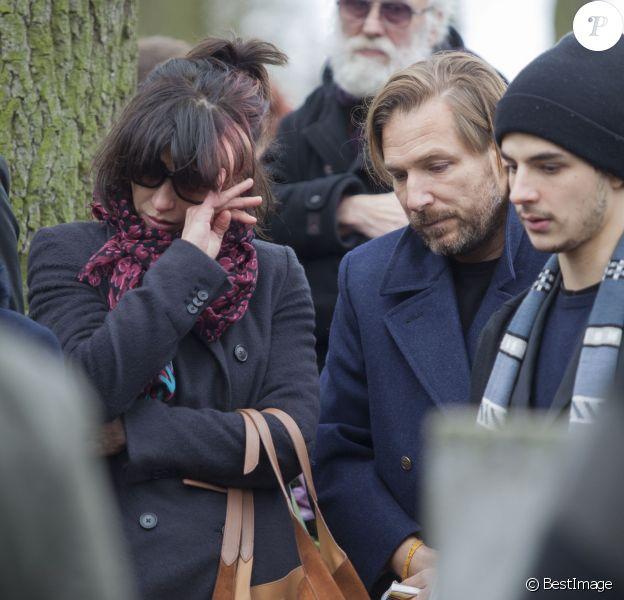 Sophie Marceau, Xawery et Vincent Zulawski - Sophie Marceau assiste aux obsèques de son ex-mari Andrzej Zulawski à Gora Kalwaria, près de Varsovie en Pologne le 22 février 2016.BEW / BESTIMAGE