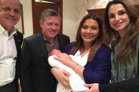 Feisal et Zina de Jordanie parents : la reine Rania présente leur bébé !