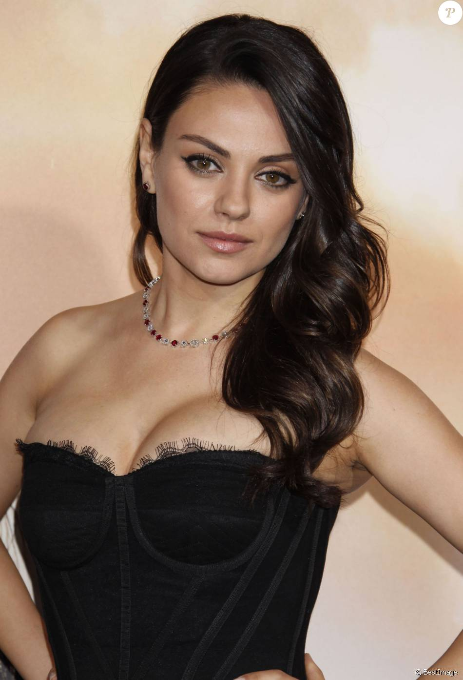 mila kunis la premi re du film jupiter ascending hollywood le 2 f vrier 2015 purepeople. Black Bedroom Furniture Sets. Home Design Ideas