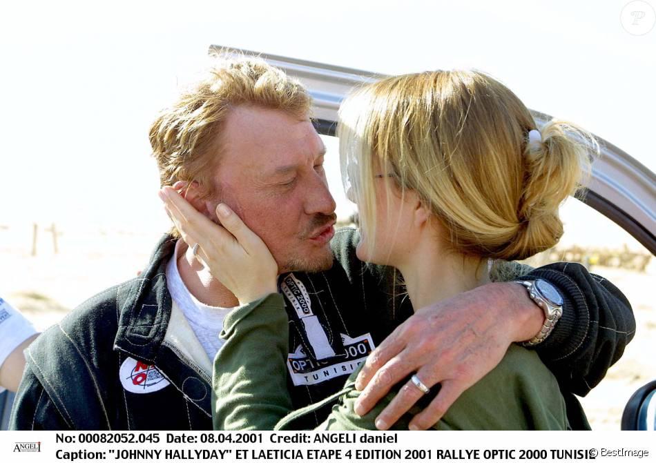 johnny hallyday et sa femme laeticia hallyday lors du rallye optic 2000 en tunisie en 2001. Black Bedroom Furniture Sets. Home Design Ideas