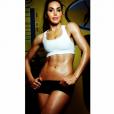 Somayeh des  Anges 7  transforme son corps grâce au sport et pose de façon sexy. Octobre 2015.