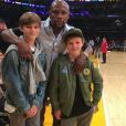 David Beckham et ses enfants Romeo et Cruz ont croisé le boxeur Floyd Mayweather à un match de basket des Lakers de Los Angeles. Photo publiée sur Instagram, le 4 avril 2016.