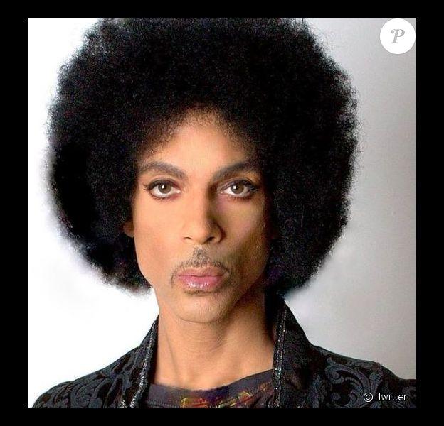 Photo de Prince sur son passeport. Postée sur le compte Twitter du chanteur.