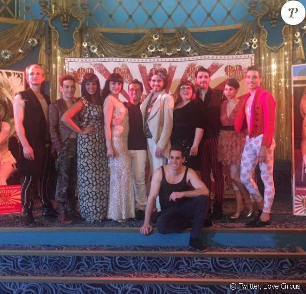 La troupe - Première de Love Circus aux Folies Bergère, à Paris, le 21 avril 2016