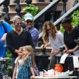 Sarah Jessica Parker avec ses filles Marion et Tabitha devant leur domicile à West Village. Le 23 avril 2016